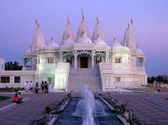 Discover BAPS Shri Swaminarayan Mandir Toronto in Toronto, Ontario: This Hindu temple is an architectural marvel designed and built according to ancient Indian principles. Texas Roadtrip, Texas Travel, Travel Usa, Toronto Canada, Alberta Canada, Viaje A Texas, Houston Attractions, Ontario, Quebec Montreal