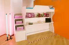 Paturi suprapuse cu birou incorporat in elementele de mobilier. Printr-o singura miscare transformati varianta de zi in cea de noapte, fara sa fie nevoie sa luati niciun obiect de oe birou si cu cele 2 paturi gata pregatite pentru somn.