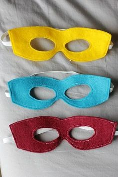 free printable super hero mask, felt super hero mask pattern and tutorial. Fun for a superhero birthday party. Sewing Projects For Kids, Sewing For Kids, Diy For Kids, Crafts For Kids, Diy Projects, Costura Diy, Felt Mask, Kids Dress Up, Baby Dress