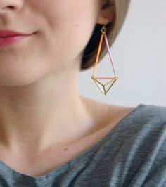 Triangle géométrique colorée pyramide boucles par AlmostDoneEtsy