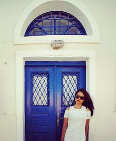 A smile is the best make up any girl could wear -Marilyn Monroe-  Smile and shine on. Bon fin de journée à tous. . . . #smile #smiles #smilequotes #quotes #quotestagram #quoteoftheday #instamood #instagood #me #myself #portrait #blue #white #door #santorini #greece #instatrip #instatravel #instatraveling #instaframe #travelphoto #travelphotography #travelingram #throwback #traveldiary #instagreece #inspirationalquotes #travelporn #travelgram by i_n_d_r_i_. portrait #instamood #traveldiary…