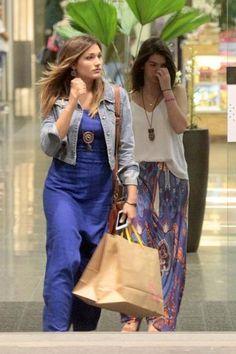 Xuxa e Sasha fazem compras em shopping no Rio de Janeiro