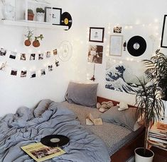 Room Inspo The Basics of Aesthetic Room Bedrooms The Basics Of Aesthetic Room Bedr Cute Room Ideas, Cute Room Decor, Wall Ideas, Doorm Room Ideas, Dorm Ideas, Uni Room, Tumblr Rooms, Diy Room Decor Tumblr, Aesthetic Room Decor