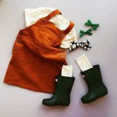 Rust coverall skirt and green hunter boots - toddler fall capsule wardrobe Trendy Boy Outfits, Girls Fall Outfits, Outfits Niños, Trendy Baby Clothes, Little Girl Outfits, Little Girl Fashion, Toddler Girl Outfits, Toddler Fashion, Kids Fashion