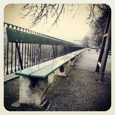 Genève - le banc le plus long ? :-) http://foxandgold.wordpress.com/2013/04/18/geneve-la-ville-ou-je-vivrai-un-jour-quand-je-serais-riche/