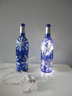 Snowflake winter wine bottle hand painted by EricaDStrang on Etsy, Mason Jar Glasses, Wine Bottle Glasses, Wine Bottle Art, Painted Wine Bottles, Painted Wine Glasses, Glass Bottles, Wine Glass Crafts, Wine Bottle Crafts, Bottle Lights