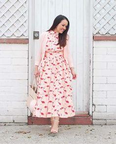 Gostaria de pedir desculpas pela montagem grosseira, mas esse vestido estava tão próximo da modéstia perfeita que não resisti e aumentei a saia. Essa é uma roupa modesta, que é diferente da recatada.