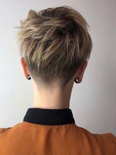 49 The Best Pixie Hairstyles Short Hair Ideas Tomboy Hairstyles, Undercut Hairstyles, Pixie Hairstyles, Short Hairstyles For Women, Undercut Pixie Haircut, Vintage Hairstyles, Cut My Hair, Her Hair, Short Hair Cuts