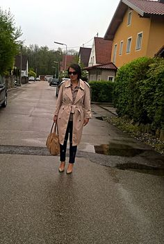 VGRV blog, beige trench, dark blue jeans, distressed denim, nude suede bag, nude heels, nude pumps