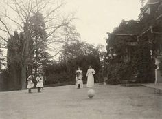 ball play - 3 grand duchesses and Alexandra