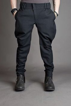 This beautifull Italian pants, looks retro and makes you in seconds a stylish man. These beautiful Italian pants make you a stylish man in seconds. You can join in all worlds Mode Outfits, Casual Outfits, Fashion Outfits, Fashion Trends, Fashion Coat, Casual Pants, Mens Fashion Suits, Womens Fashion, Herren Outfit