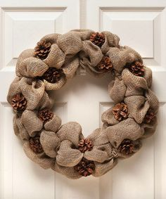 21 ideas for beautiful Christmas wreaths made of pine cones - Wreath Ideen Burlap Crafts, Wreath Crafts, Diy Wreath, Burlap Wreath, Pine Cone Art, Pine Cone Crafts, Pine Cones, Fall Wreaths, Christmas Wreaths