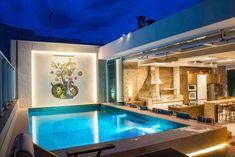COBERTURA APARTAMENTO: Terraços por Rosset Arquitetura Jacuzzi, Salas Home Theater, Backyard Pool Designs, House Front Design, Rooftop Pool, Home Interior Design, Terrazzo, Swimming Pools, Sweet Home