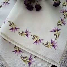 No photo description available. Crewel Embroidery, Cross Stitch Embroidery, Cross Stitch Designs, Cross Stitch Patterns, Flower Embroidery Designs, Cross Stitch Heart, Cross Stitching, Sewing Tutorials, Diy And Crafts