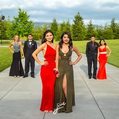 20 Creative Prom Poses to Get Your Squad Ready for the Best Night Ever 15 Best Prom Poses – Creative Ideas For Prom Pictures With Your Besties Prom Group Poses, Homecoming Poses, Homecoming Pictures, Prom Photos, Senior Prom, Prom Pics, Prom Pictures Couples, Prom Couples, Dance Pictures
