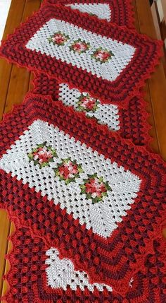 Crochet Table Mat, Crochet Placemats, Yarn Crafts, Diy And Crafts, Lace Doilies, All Craft, Crochet Squares, Galaxy Wallpaper, Quilling