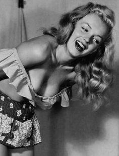 Marilyn Monroe by Earl Moran (via Gatabella)