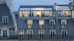 Surélévation d'un appartement parisien de charme rénové par l'architecte Vincent Parreira. Vue extérieure. Crédit photo: Luc Boegly