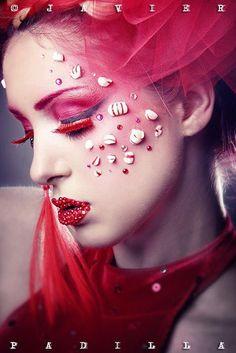 Creative make-up – Red false eyelashes – Red lips – Red eyeshadow - Candy Cane Fantasy Make Up, Sexy Make-up, Extreme Makeup, Candy Makeup, Foto Fashion, High Fashion, Red Eyeshadow, Make Up Art, Christmas Makeup