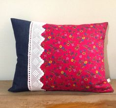 Knitting Patterns Pillow Romantic handmade pillow with lace by eldoku on Etsy Crochet Cushion Cover, Crochet Cushions, Sewing Pillows, Diy Pillows, Sofa Pillows, Diy Pillow Covers, Cushion Covers, Handmade Pillows, Decorative Pillows