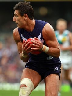Matthew Pavlich Photos - Matthew Pavlich of the Dockers marks the ball during the round seven AFL match between the Fremantle Dockers and the Port Adelaide Power at Patersons Stadium on May 2012 in Perth, Australia. - AFL Rd 7 - Fremantle v Port Adelaide Brad Johnson, Australian Football, Fox Sports, Best Player, Newcastle, Perth, Physique, Eye Candy, Blues