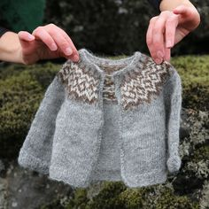Diy Crafts - Gilipeysa is a sweet little yoke sweater for the wee ones. Knitted with the very soft and fine Icelandic lambswool Gilitrutt Tvíband, it Baby Sweater Patterns, Fair Isle Knitting Patterns, Knitting Designs, Baby Patterns, Knit Patterns, Brei Baby, Crochet Baby, Knit Crochet, Pull Jacquard