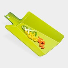 Folding Cutting Board and more awesome kitchen gadgets. This is where we'll be spending our wedding money :) Kitchen Items, Kitchen Tools, Kitchen Gadgets, Kitchen Things, Kitchen Stuff, Clever Gadgets, Gadgets And Gizmos, Moma Store, Home Organization