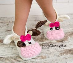Doris the Cow Booties Child pattern by Carolina Guzman Crochet Cow, Crochet For Kids, Crochet Hooks, Crochet Slippers, Crochet Baby Clothes, Newborn Crochet, Crochet Blanket Patterns, Baby Blanket Crochet, Socks