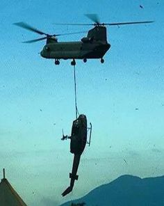 Chinook Vietnam History, Vietnam War Photos, Helicopter Plane, Military Helicopter, United States Army, Luftwaffe, Military History, Airplanes, Fighter Jets