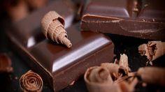 """""""Vous reprendrez bien un peu de chocolat !"""" Le chocolat dans La Quotidienne  Les Français ont consommé 389 900 tonnes de chocolat en 2013. Soit en moyenne 6,64 kgs par habitant en un an, loin derrière les Suisses qui en consomment chacun 1kg par mois !"""