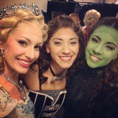 Majo Pérez (Glinda), Estibalitz Ruiz (Ensamble, Nessa u/s) & Ana Cecilia Anzaldúa (Elphaba) - Wicked México