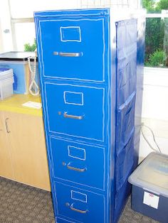 Adorable Filing cabinet (A project for my near future).  An aborable and inspiring blog!