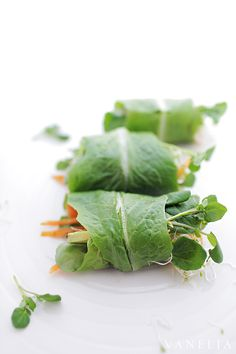 Roll your raw summer rolls with romaine salad leaves, put in some fresh vegetables and sprouts and make a sauce with peanut butter, tahini and sesame oil. Oh, so fresh and crunchy!