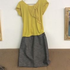 Anne Klein dress skirt. sz 6 Really cute dressy skirt. Shirt pictured is sold separately. Skirts Mini
