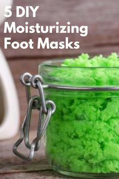 5 DIY Moisturizing Foot Masks to Get Your Pre-Winter Feet Back Looking for all natural treatments for your dry, winter skin? Here are 5 homemade foot masks to exfolaite your feet back to their smooth selves. Small Things Blog, Homemade Skin Care, Diy Skin Care, Homemade Beauty, Dry Cracked Feet, Vaseline Beauty Tips, Skin Care Masks, Feet Treatment, Feet Care