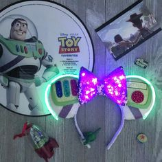 Buzz Lightyear Mickey Ears - The Trend Disney Cartoon 2019 Disney Diy, Deco Disney, Diy Disney Ears, Disney Mickey Ears, Disney Crafts, Cute Disney, Disney Style, Walt Disney, Disney Cruise