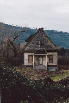photography pretty life Cool beautiful perfect hipster landscape alone dreams old nature forest world house photos village paysage Old Abandoned Houses, Abandoned Mansions, Abandoned Buildings, Abandoned Places, Abandoned Film, Abandoned Castles, Mansion Homes, Old Farm Houses, Old Barns