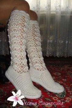 Botas Crochet Hood, Diy Crochet, Crochet Crafts, Crochet Projects, Crochet Sandals, Crochet Slippers, Crochet Baby Shoes, Crochet Clothes, How To Make Shoes