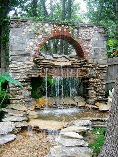 steinmauer mit wasserfall gartenideen