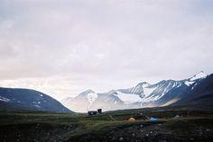 Montagnes endroit de rêve pour partir en vacances et camper