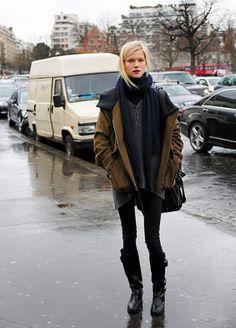 Très urbain ce style ! Il ne manque plus qu'un grand parapluie à l'ancienne.