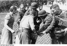 German women living in Poland giving bread to German soldiers, Poland, 2 Sep 1939 | German Federal Archive - Bild 146-1979-050-21A