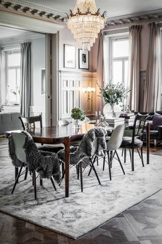 Elegant Dining Room Dining Table Wood Eames Chairs Rug Gray Chandelier Interior Living Source by gluecksflosse Room Interior Design, Living Room Interior, Home Interior, Living Room Decor, Decoration Inspiration, Dining Room Inspiration, Interior Design Inspiration, Design Ideas, Decor Ideas