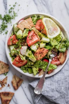 Single serving bowl of Lebanese Fattoush Salad on a marble background. Salad includes lettuce tomatoes parsley cucumbers green peppers radishes green onions and fried pita bread. Fried pita bread on the marble background. Lebanese Recipes, Lebanese Cuisine, Lebanese Salad, Easy Salads, Easy Meals, Vegetable Seasoning, Mediterranean Recipes, Stuffed Green Peppers, Pita Bread