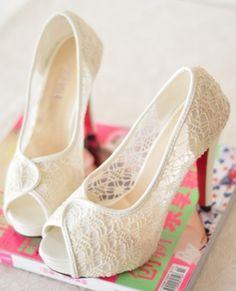 Lace wedding shoes, beautiful like fairy tale general