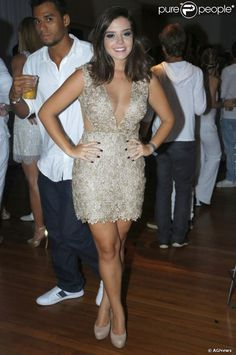 Giovanna Lancellotti posa com vestido sexy para foto em fevereiro de 2013