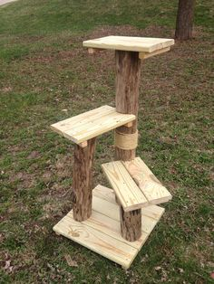 Why outdoor cat trees ? Outdoor trees are very useful if you are a breeder, operate a shelter, or foster cats. This way the cats can get up off the wet or snow covered ground and bask in the sun. These outdoor trees are made with Cat Tree House, Cat House Diy, Outdoor Cat Tree, Cat Tree Plans, Cat Fountain, Outdoor Cat Enclosure, Diy Cat Tree, Cat Perch, Cat Towers