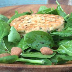 Zalmburger met spinaziesalade