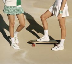 Tory Sport Tennis: Perfect on and off the court Tennis Wear, Sport Tennis, Golf Wear, Vintage Tennis, Vintage Sport, Skirt And Sneakers, Tennis Fashion, Outdoor Fashion, Golf Outfit