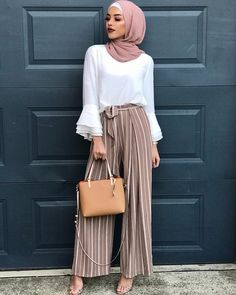 Muslim Fashion 384987468149783719 - Ideas For Fashion Hipster Summer Outfits Source by annaisjeanne Hijab Fashion Summer, Modest Fashion Hijab, Modern Hijab Fashion, Street Hijab Fashion, Casual Hijab Outfit, Hijab Fashion Inspiration, Islamic Fashion, Hijab Chic, Muslim Fashion